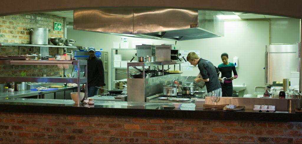 飲食店営業施設と調理人