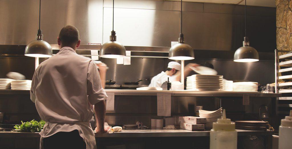 飲食店厨房のコック