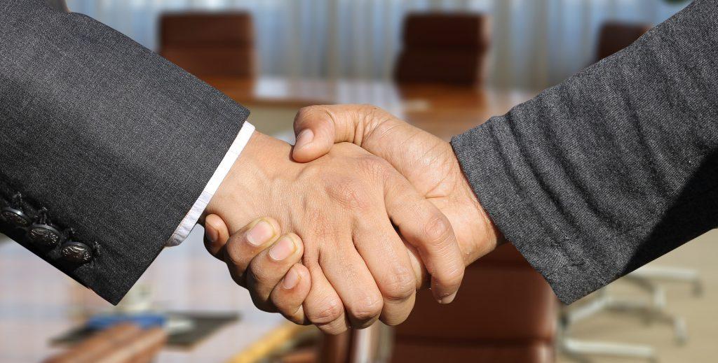 信頼の握手